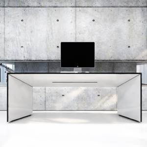 Commentor, the Minimalist Desk
