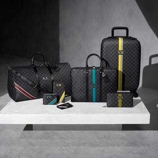 Service de personnalisation Mon Damier Graphite, de Louis Vuitton