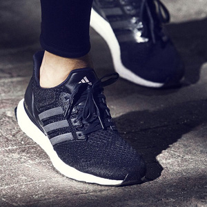 Chaussures Ultra Boost Collective, par Adidas