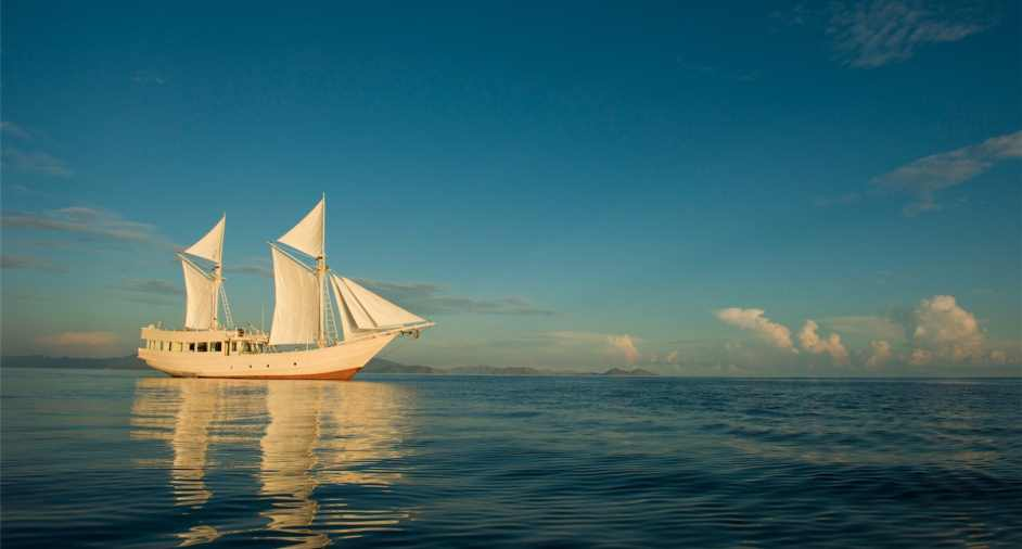 Sailing Away on Indonesian Phinisi Boat Alexa