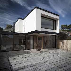 Beach House by Juan Pablo Merino